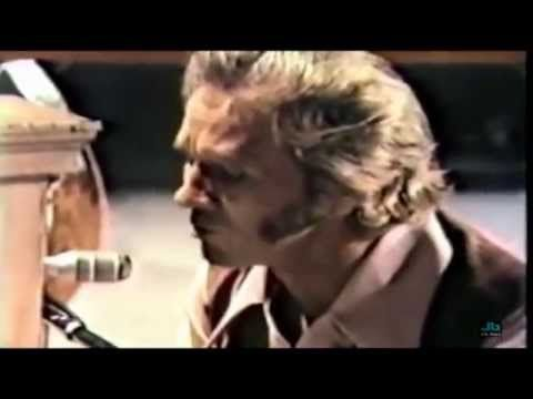 Marty Robbins - They'll Never Take Her Love From Me (Ryman Auditorium in...