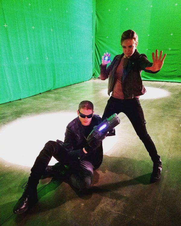 BTS Legends of Tomorrow. Wentworth Miller aka Captain Cold and Caity Lotz aka White Canary