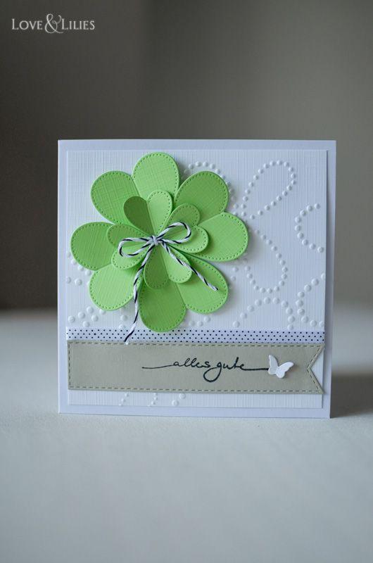 Eine selbstgemachte Geburtstagskarte mit vierblättrigem Kleeblatt.