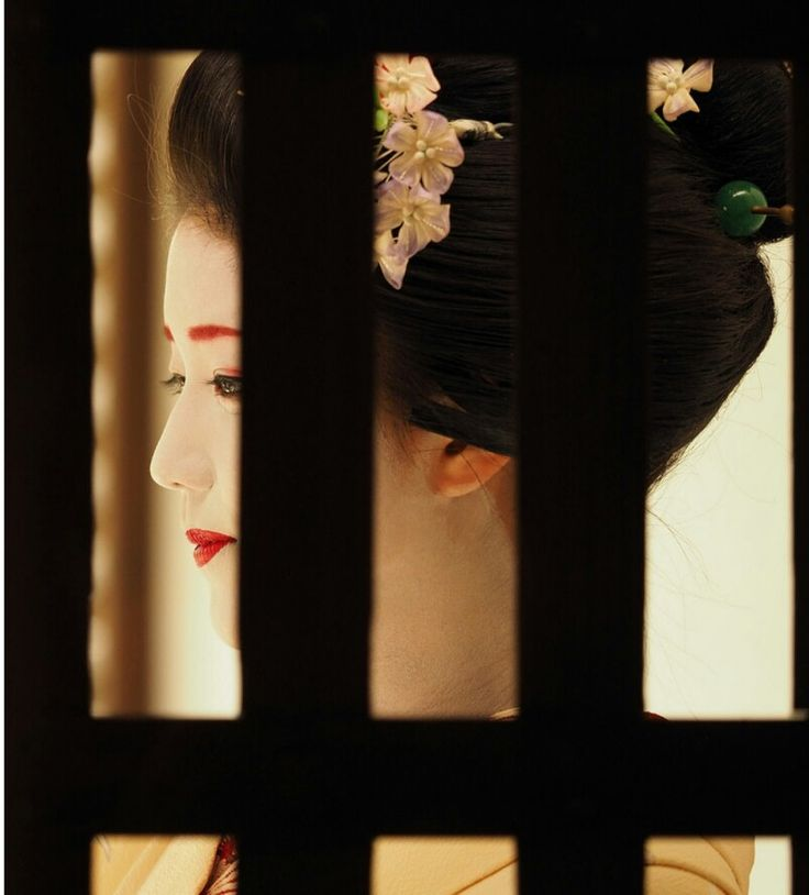 舞妓 勝奈さん。Maiko. Katsuna. #japan #kyoto #geisha #kimono #japanese culture