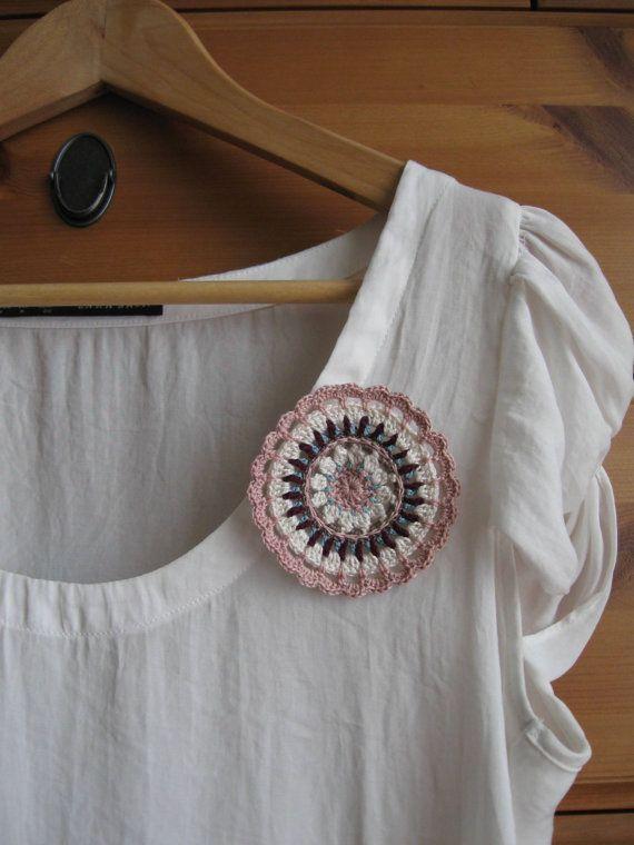 Broche de Ganchillo Mandala en Rosa Pastel por matemo en Etsy