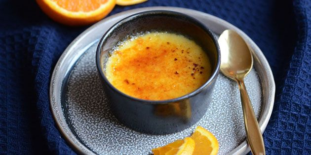 Intet mindre end fantastisk dessert! Lækker creme brulée med appelsin, som giver et frisk strejf og en herlig smag.