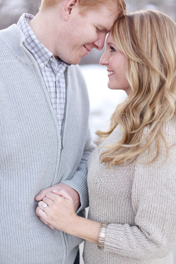 cosy jumpers for a snowy engagement shoot | photos by http://www.lauramurrayphotography.com