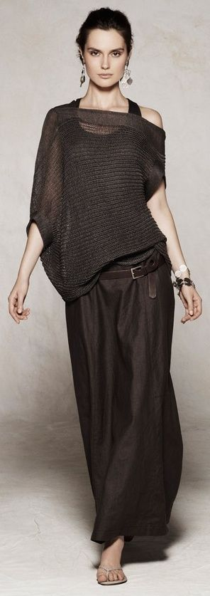 Sarah Pacini, all this out fit is missing is a floppy straw hat.