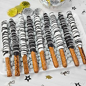 Black & White Candy Pretzels Idea
