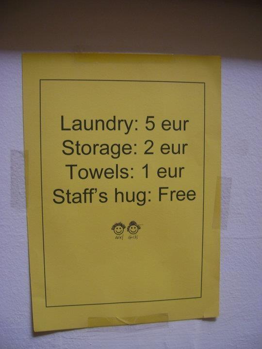 sevilla-hostel / Staff´s hugs: FREE! es GENIAL!