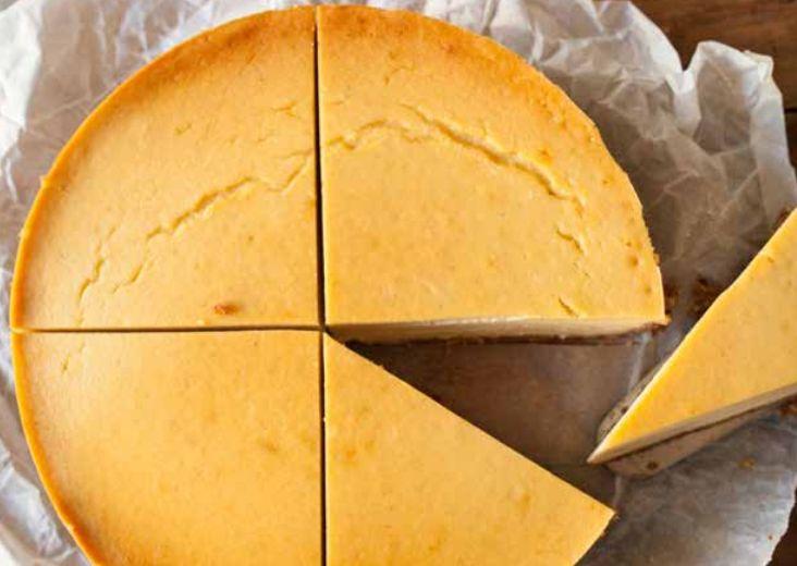 New York (Cheese) Cake By maikel 21 december 2015 Ingrediënten Voor de bodem: Kokosrasp - 75 gr Noten - 150 gr (maak bijvoorbeeld een mengsel van amandelen, hazelnoten en macadamia noten) Medjoul dadels - 8 Kokosolie - 2 el Honing - 2 el Speculaarkruiden - 2 el Voor de vulling: Bloemkool - 500 gr, in …
