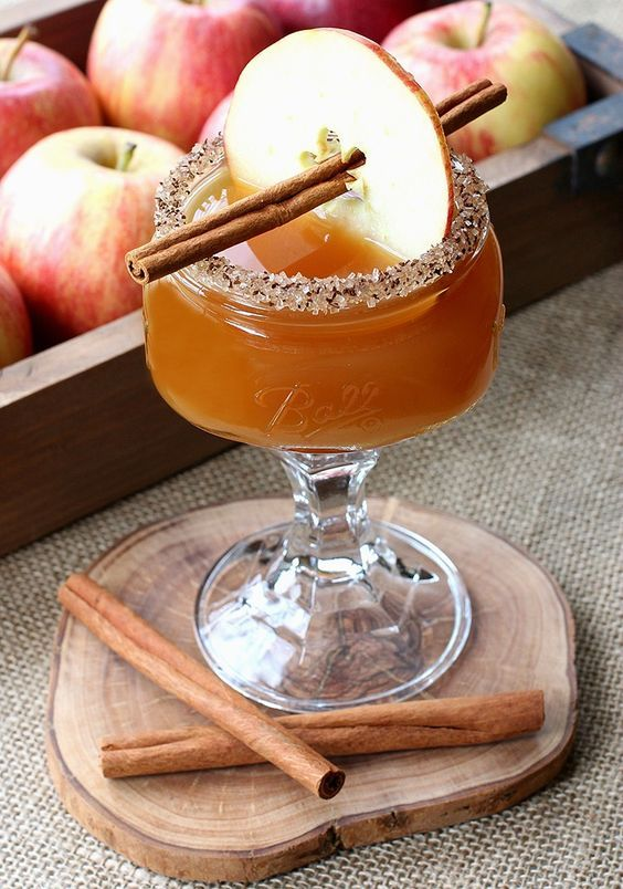 Fall wedding cocktail idea - Cidertini cocktails {Courtesy of Mantitlement}