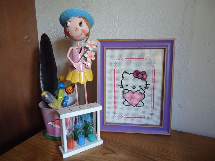 Present for my sister! Hello Kitty in cross stich  make your request for  https://www.facebook.com/presentespormedida/  or  patricia.costarita@gmail.com