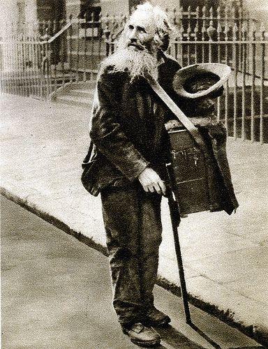 London in the 1920s-street organ grinder