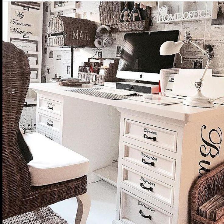 We just LOVE this desk from #rivieramaison  here from the home of @krisse.lehtola  #inspire_me_home_decor #interiorinspiration #interior123 #norwegianwayofliving #nordiskehjem #vakrehjem #tipstilhjemmet #paradisetinterior by paradisetinterior