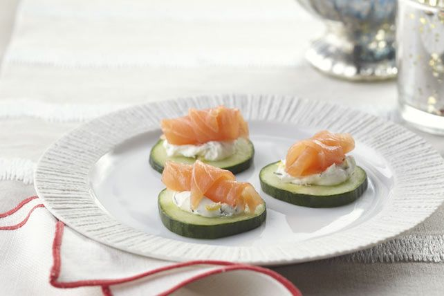 Les tranches de concombre frais sont la base croquante idéale pour préparer ces amuse-gueule au saumon et au fromage à la crème. De plus, il vous suffit de doubler la recette si vous attendez une foule d'invités!