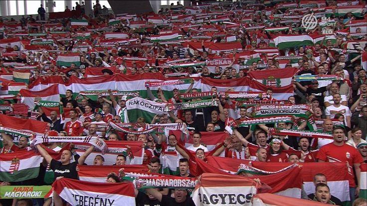 Negyvennégy év után csendült fel labdarúgó Európa-bajnokságon a magyar Himnusz. Kattintás után látható, hogyan hallgatták a magyar válogatott tagjai kedd este a Himnuszt az Ausztria elleni Európa-bajnoki csoportmérkőzés előtt a Bordeaux-i stadionban.
