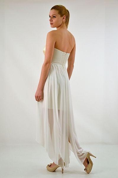 Φόρεμα στράπλες ή ράντες ασύμμετρο