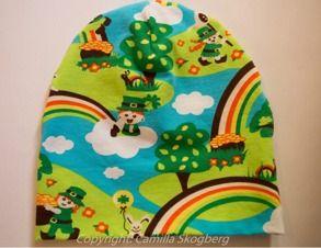 Mössa- lyckoklöver   Camillas Barnkläder Populär mössmodel i färgglatt ekologiskt Jerseytyg (GOTS). 120 kr Samma tyg används som foder. Finns i storlek 44-58.