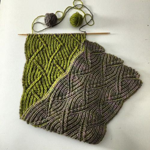 hatandsandalsguy:  lesliegiuliani:What to do on a snowy day? Brioche! @nancymarchantbrioche #briocheknitting #knitting #knittingfreshbrioche #iciclescarf #nancymarchant  Double knitting in brioche! Sheesh that's pretty.