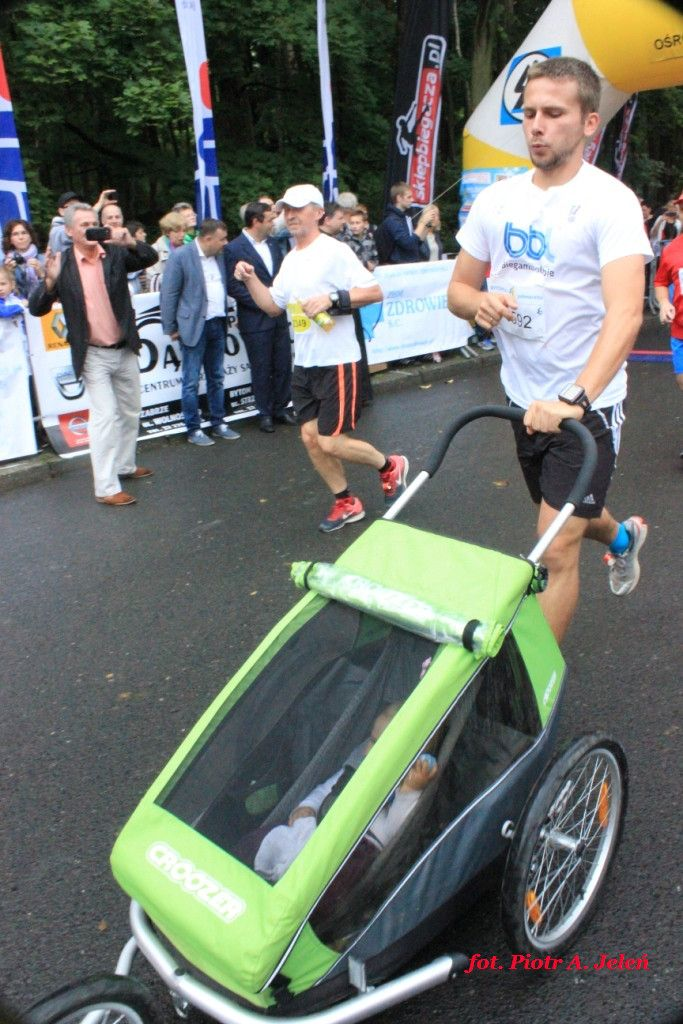 W Miechowicach biegają i wygrywają samochody...fot. Piotr A. Jeleń http://www.wiadomosci24.pl/artykul/kiprono_too_silas_najlepszy_w_6_bytomskim_polmaratonie_313301.html