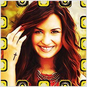 Demi Lovato - Quadrinhos confeccionados em Azulejo no tamanho 15x15 cm.Tem um ganchinho no verso para fixar na parede. Inspirados em propagandas antigas. Para entrar em contato conosco, acesse: www.babadocerto.com.br