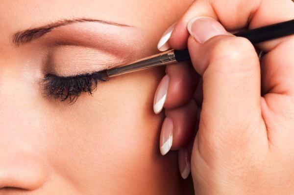 Cómo delinear los ojos pequeños