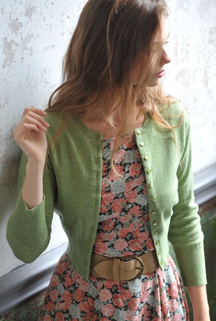Cashmere Cropped Cardigan - artichoke./ Beautiful spring colours