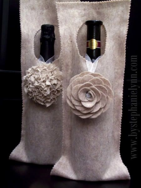 what a great way to dress up a bottle of wine as a hostess gift!No Sewing, Gift Bags, Wine Gift, Bags Tutorials, Gift Ideas, Wine Holders, Wine Bottle, Wine Bags, Hostess Gift