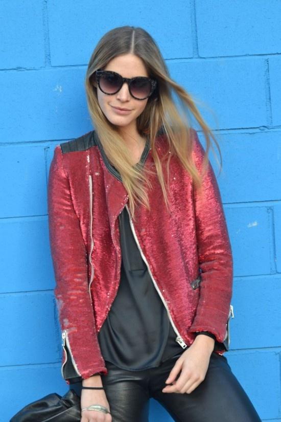 La modelo y blogger Elisabeth Mass acudió a los desfiles de 080 Barcelona con blusa de Javier Simorra y chaqueta de Iro. ¿Te gusta la combinación?