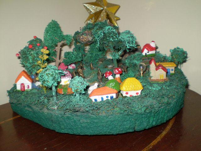 Nacimiento del niño Jesús elaborado en tronco, estropajo y figuras de cerámica. Lo hizo la difunta Mariluz Barbetty en 2005.  Que Dios Padre la tenga junto a Él.