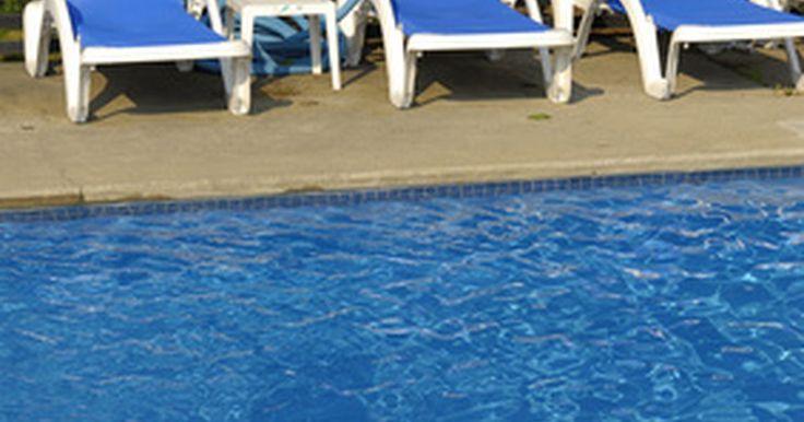Estruturas para cobrir uma piscina. Manter uma área de piscina sem detritos ou protegida de sujeiras é um desafio para proprietários de piscinas. Felizmente, muitas estruturas diferentes estão disponíveis para cobrir a piscina, manter a água limpa e os nadadores protegidos do sol e da chuva. A escolha de uma estrutura para a sua piscina depende principalmente de suas necessidades e ...