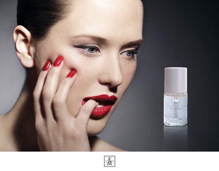Addio a unghie fragili che si sfaldano o si spezzano. Prova l'indurente per unghie con polvere di diamante della nostra linea FM MAKEUP!