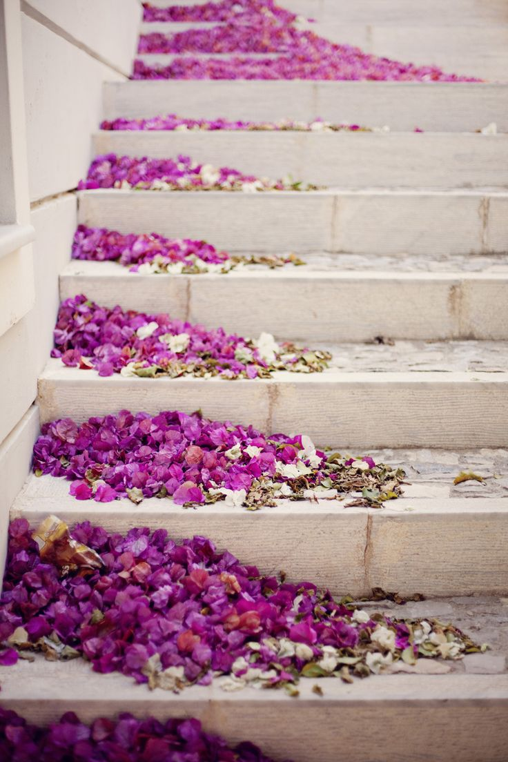 Wedding decor ideas: Easy way to glam up boring places - like the staircase inside. A twist to scattering rose petals. Opt for something in your colour theme