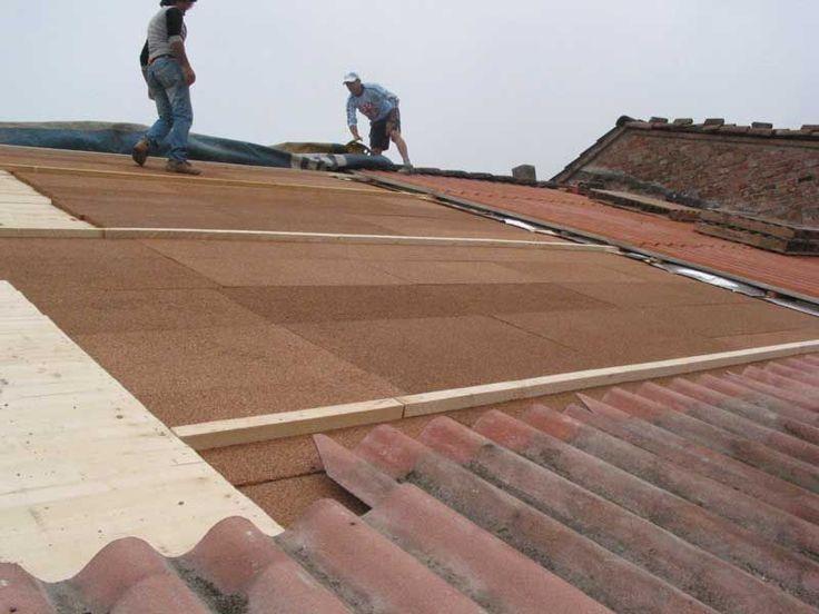 Il classico tetto costruito in tegole tipico delle vecchie case di paese è esteticamente molto gradevole ma talvolta scarsamente