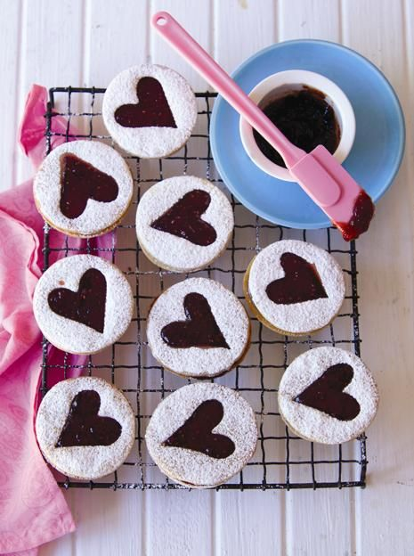 Shortbread-raspberry hearts - rooi rose