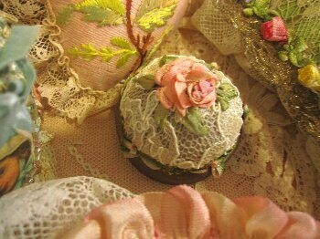 Pattern (ribbon embroidery); macaroon case