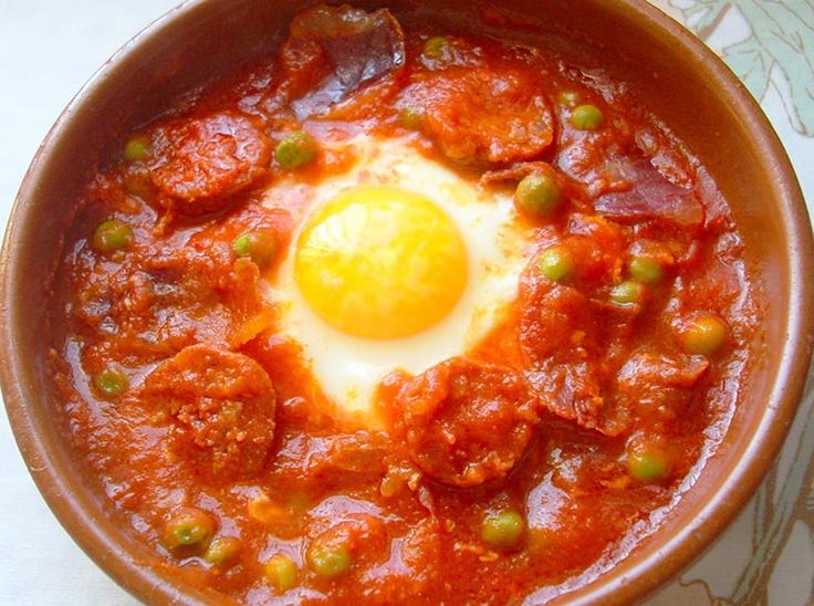 Receta de Huevos a la flamenca de dificultad Fácil para 4 personas lista en 35 minutos.
