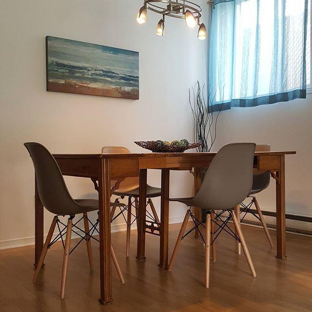 Table Ancienne Et Chaises Modernes - Idées De Décoration - Orrtese.com