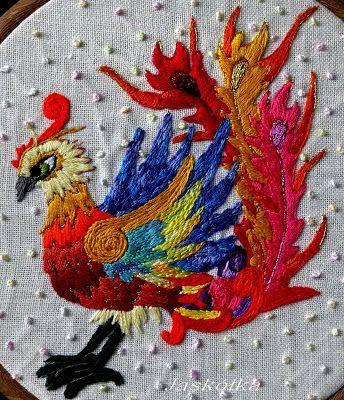 Phoenix-raróg, haft ściegiem nitkowym i Lazy Dazy na szarym lnie.