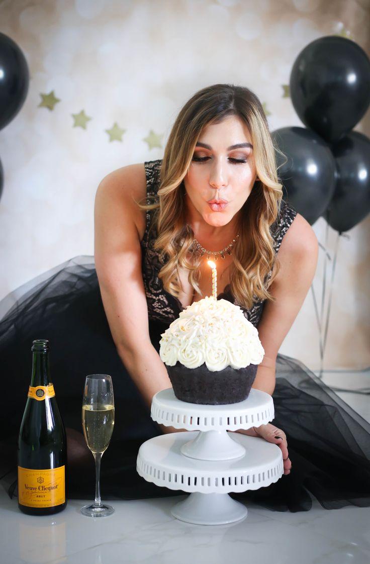 Thirtieth birthday pics. #30thbday #cake #birthday #thisis30 #thesnappyshrink