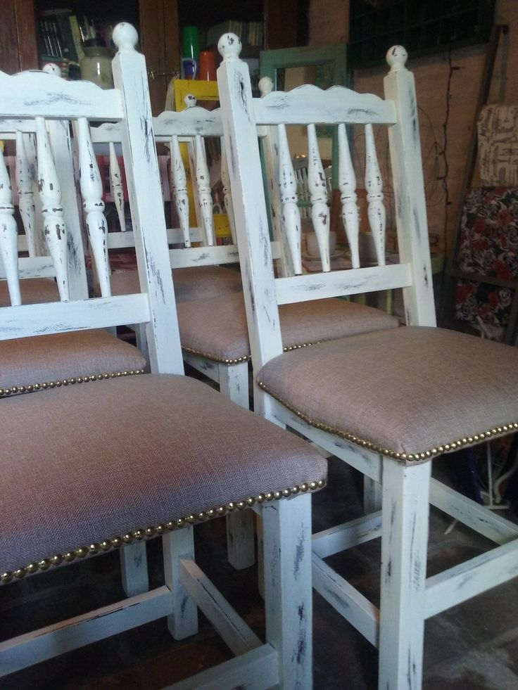 Juego de sillas pintados y tapizados Renova tus sillas. Reutiliza decoracion