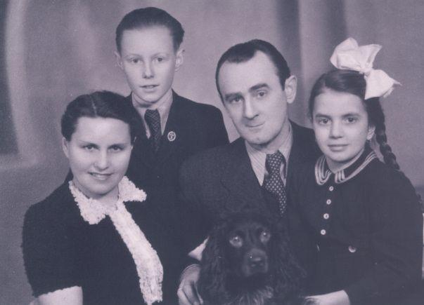 Mały Krzysztof Komeda, z mamą, tatą i siostrą Ireną, fot. ze strony komeda.pl/muzeum