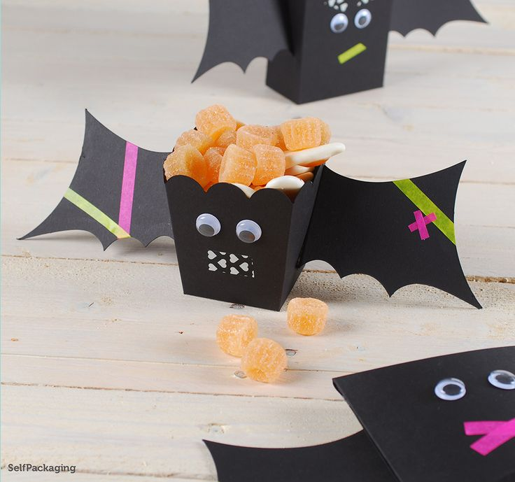 Bats are welcome here, it's that scary time of the year! More Halloween ideas: http://selfpackaging.com/35-halloween // #halloween #halloweenparty #diyhalloween