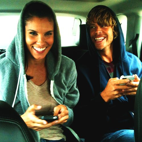 Photo de Daniela Ruah  & son ami Eric Christian Olsen