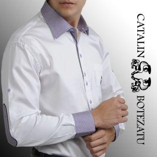 O cămaşă smart casual potrivită pentru o ţinută de vară, foarte fashion. Cămaşa este albă, slim, având manşeta, gulerul şi broderia în contrast pe culori de trend: mov şi turcoaz, iar nasturii sunt dispuşi doi cate doi tot in contrast.
