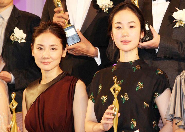 吉田羊:黒木華と美の競演 「東京ドラマアウォード」授賞式