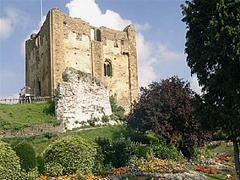 Guildford Castle, Guildford, Surrey, is thought to have been built shortly after the 1066 invasion of England by William the Conqueror.  After the Battle of Hastings in 1066, William led his army to Canterbury and then sacked towns along the Pilgrims' Way, including Guildford. Later William, or one of his barons, built Guildford Castle. There is no record of it in the Domesday Book so construction probably started after 1086.