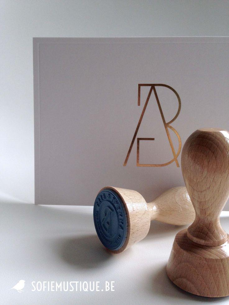 Huwelijksuitnodiging / wedding invitation Anneke & Bert   goudfolie, gold hot foil, logo, stempels, stamps