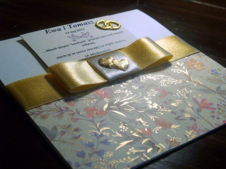 Wedding invitation with paper with powdered gold.   Zaproszenia ślubne z papieru pokrytego sproszkowanym złotem. #cardmaking #handmade #wedding #invitation