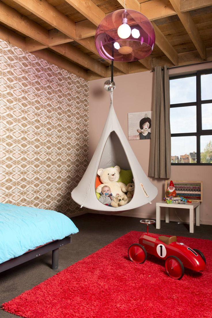 Zelt, Hängematte oder Möbelstück fürs Wohnzimmer? Es ist nicht leicht zu beschreiben, was der Cacoon ist, aber auf jeden Fall ist er super gemütlich! Diese Bilder werden euch überzeugen.