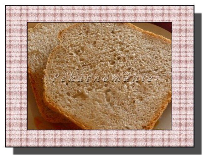 Vymyslela ho má velice činorodá nevidomá kamarádka (jezdila s ním po předváděcích pekárničkových akcích) a BLBOVZDORNÝM ho nazvala proto, že se prý povede úplně pokaždé.  Suroviny: 300 ml vody 2 lžičky octa 2 lžičky oleje 350 g hladké mouky 100 g celozrnné žitné jemné mouky 100 g dětské krupičky 2 lžičky soli lžička cukru…