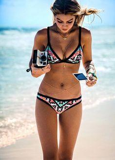 Aufregend und vielfältig: Die Bademode-Trends 2016Neben klassischen Triangel-Bikinis sind diesen Sommer immer noch Bandeau-Bikinis und Modelle mit Balconette-Oberteil angesagt...