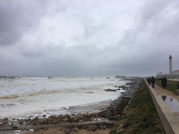 Acho que o mar está um pouco chateado…